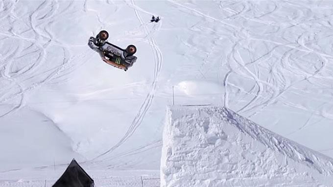 ミニ。スキージャンプ!一回転。