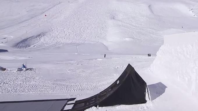 ミニ。スキージャンプに挑戦。ジャンプ台…。