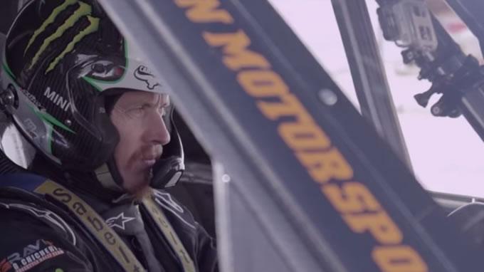 ミニ。スキージャンプに挑戦。やったるでー!