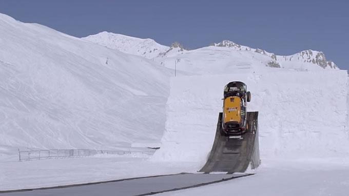 ミニ。スキージャンプに挑戦。いやぁぁぁぁぁあぁぁ!