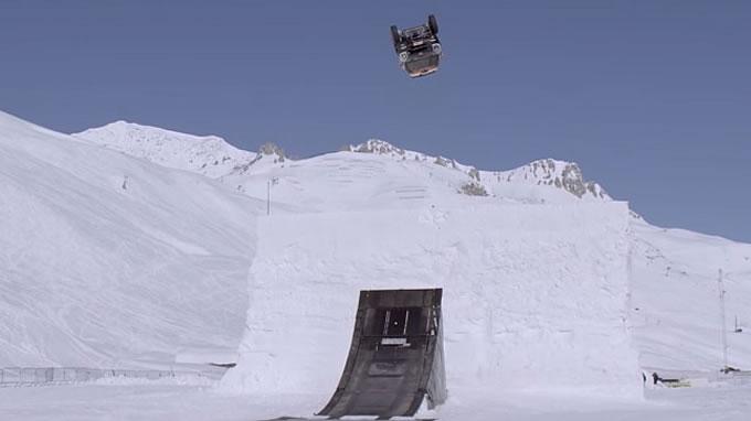 ミニ。スキージャンプに挑戦。き…気持ちいいー!