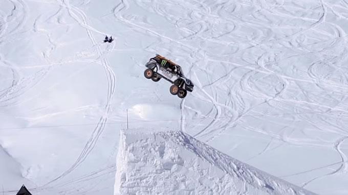 ミニ。スキージャンプに挑戦。おりゃああああ