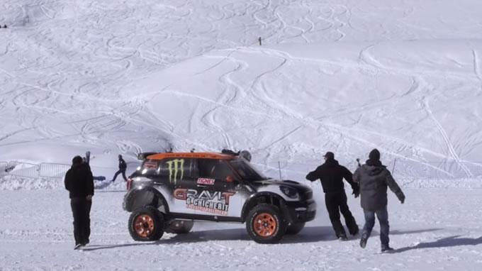 ミニ。スキージャンプに挑戦。ハアハアハ…ハハハ。気持ちよかったっす!
