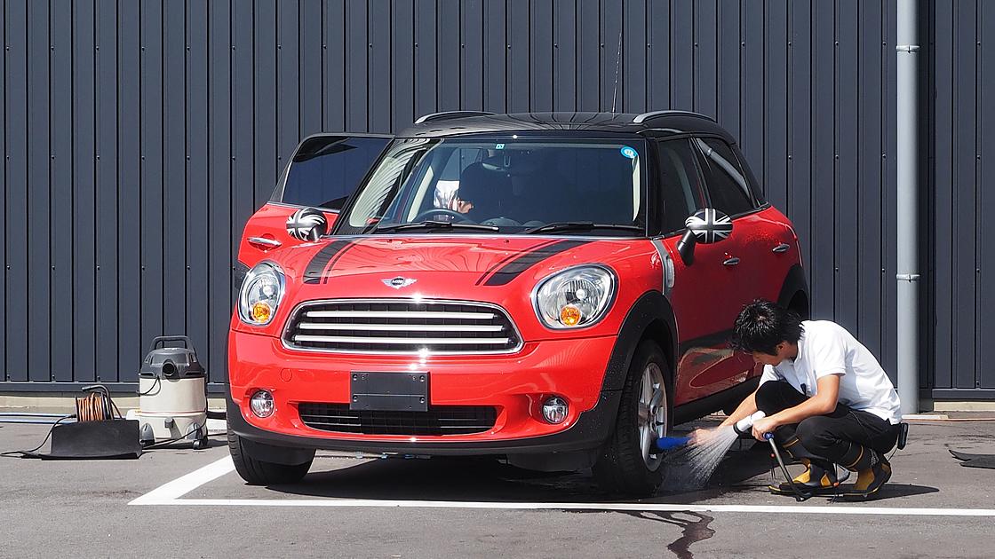 丁寧な洗車って意外と大変なモノ。ホイールの掃除が面倒で放ったらかしにしていませんか?
