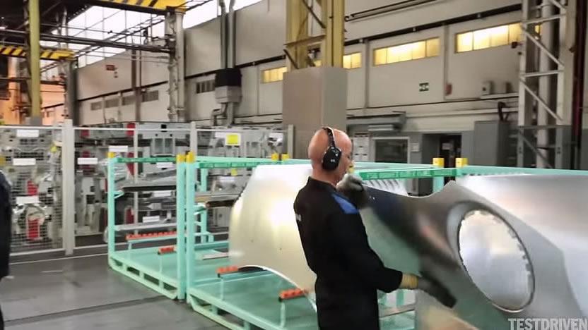 基本はロボットが作る