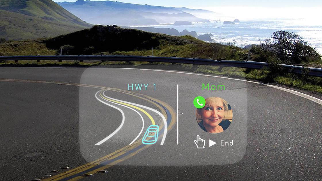 画面を2分割して表示することも可能。電話はフリックで出たり、終了させることも可能。