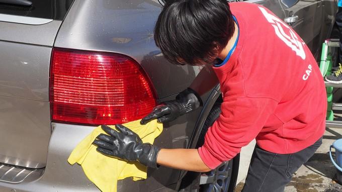 洗車後はすぐに拭き取り