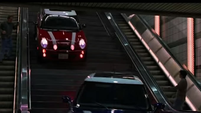 地下鉄へ突入〜!