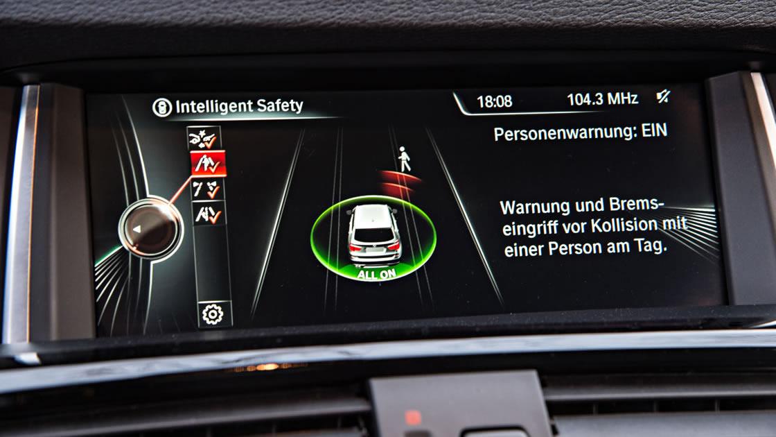 BMWナビゲーション「iDrive」- ドライビングアシスト