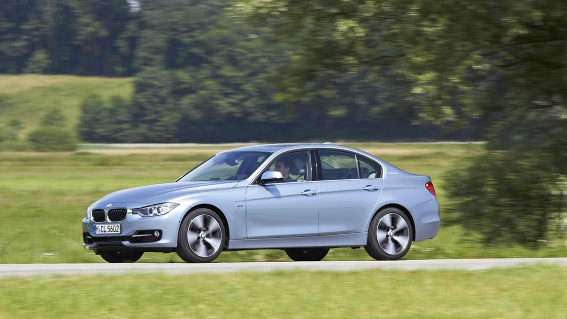 BMW3シリーズアクティブハイブリッドの走行シーン