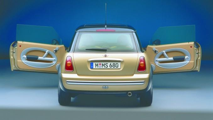 第1世代ミニ(R50、R53)はドア回りのトラブルが多い