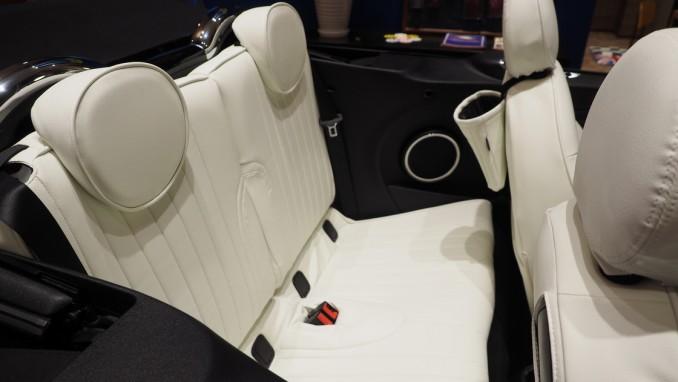 第2世代 ミニコンバーチブル(R57) 後部座席