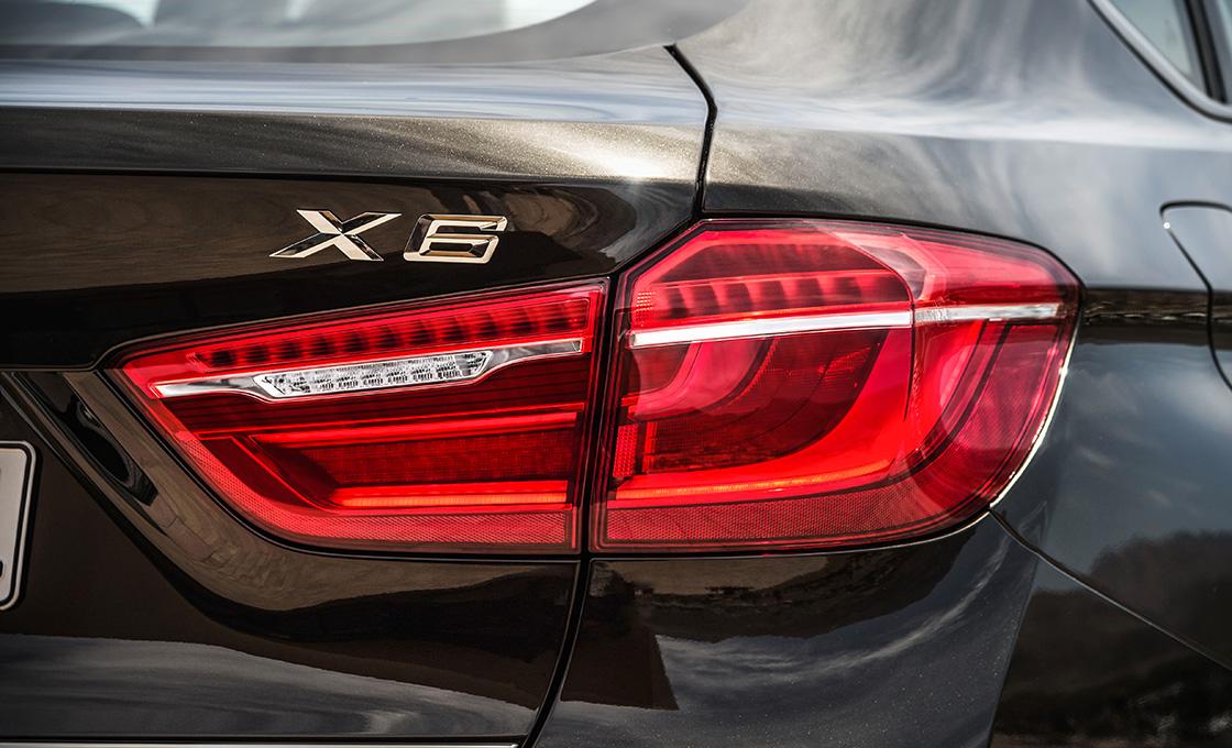 X6エンブレム
