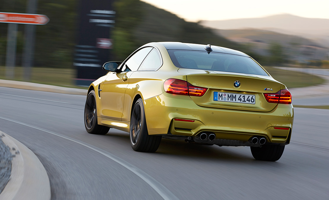 BMW-M4リアビュー
