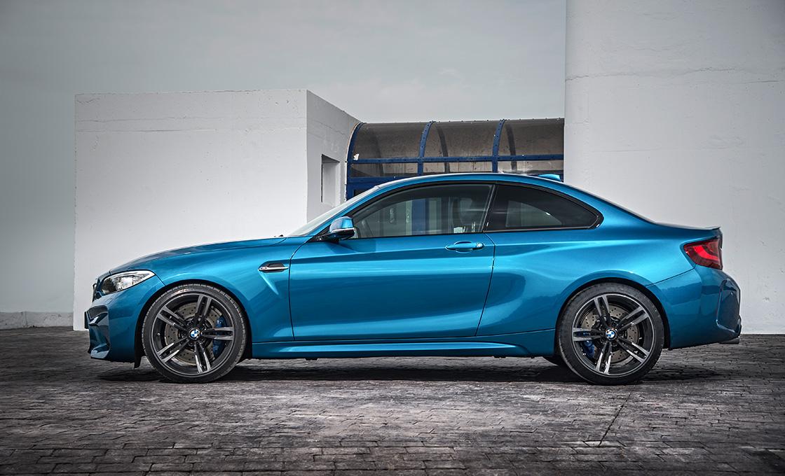BMW-M2サイドビュー