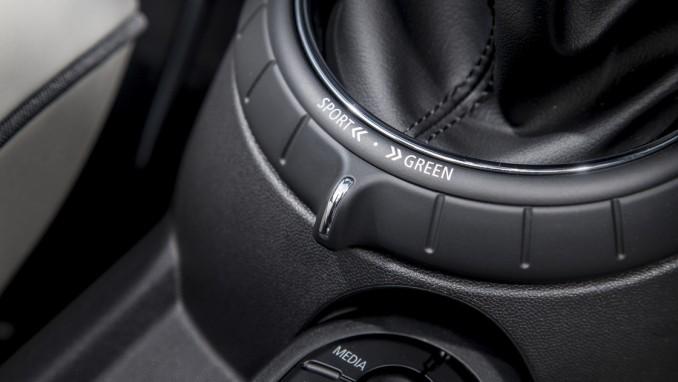 新型ミニコンバーチブルにも対応、後付けMINIドライビングモード
