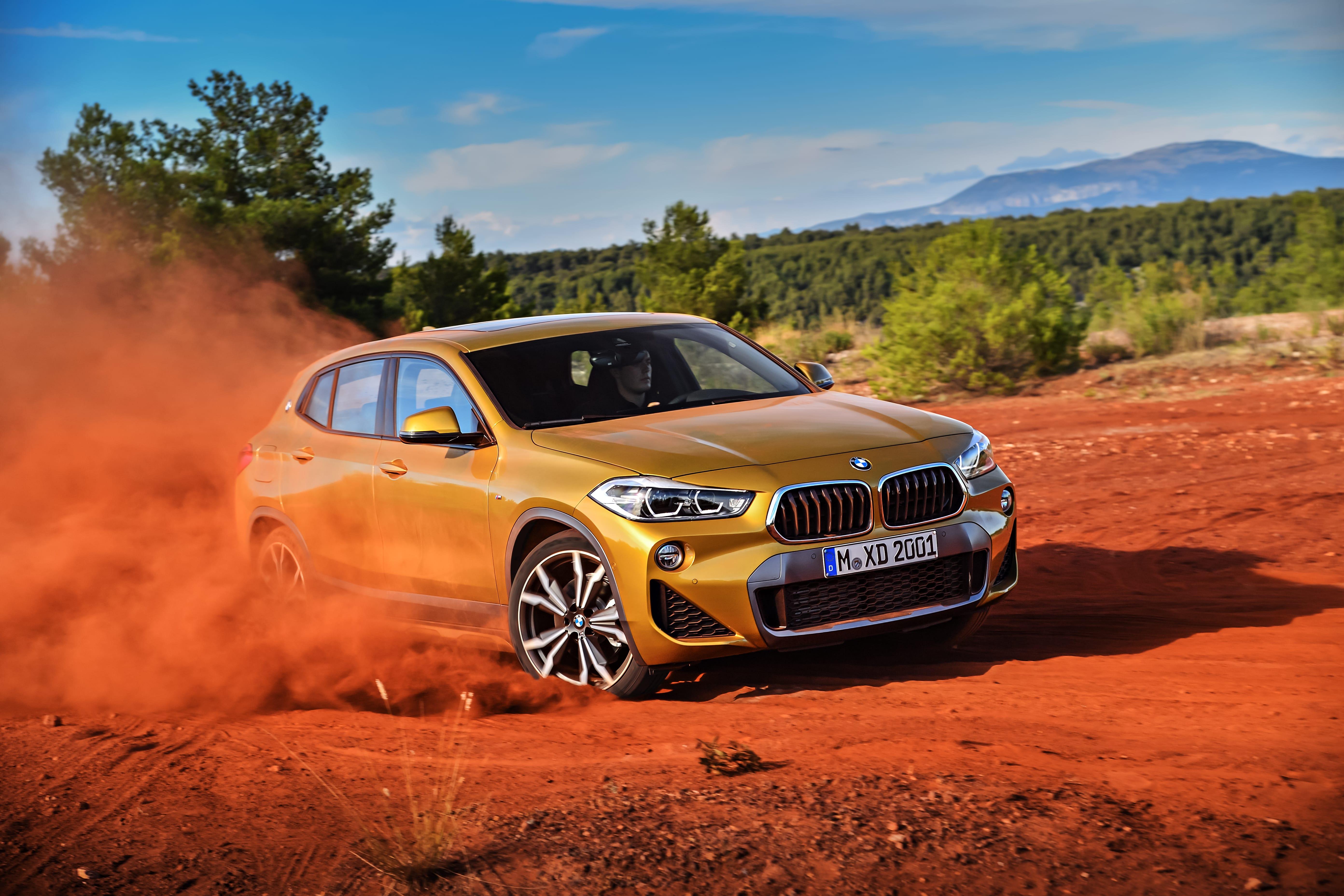 BMWの新型コンパクトSUV「X2」ド...