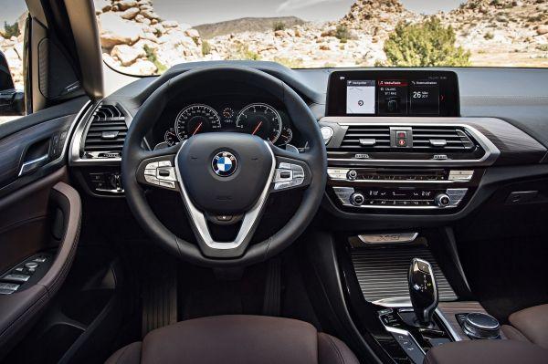 新型BMW X3_運転席