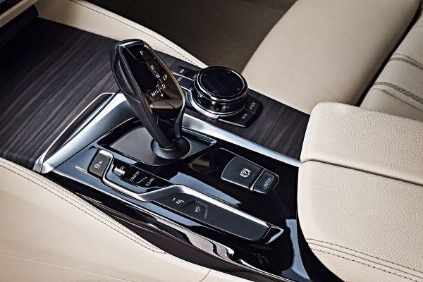 BMW 5シリーズツーリング_ドライビング・パフォーマンス・コントロール