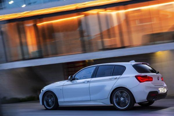 BMW 1シリーズ_走行中