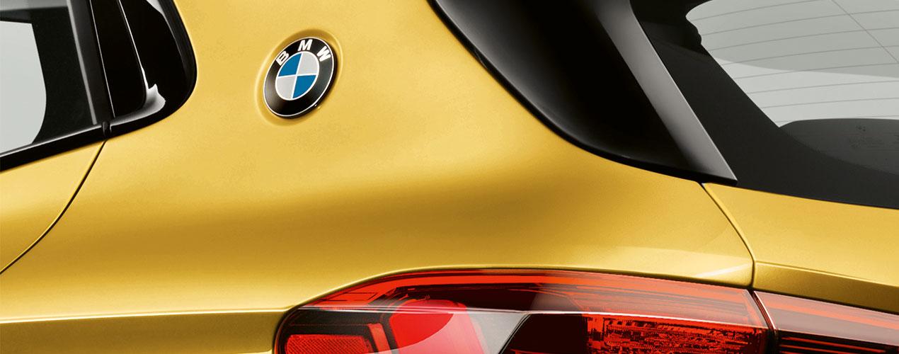 BMW X2_ショルダーラインのBMWエンブレム