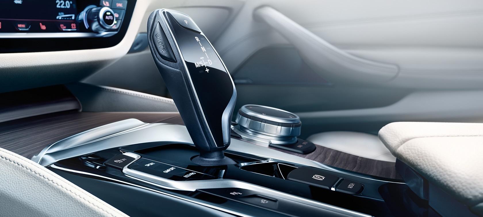 BMW 5シリーズツーリング_シフトノブ