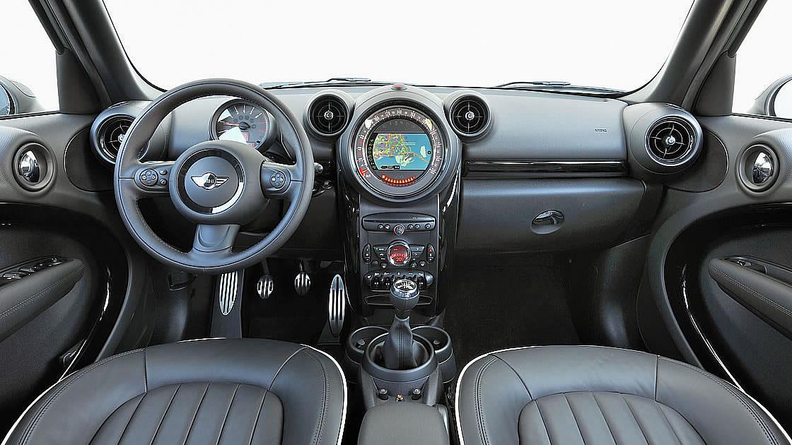 ミニ クロスオーバー中古車購入ガイド!初代&第2世代の中古車価格相場を徹底チェック