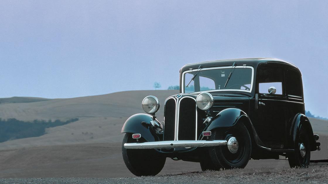 BMW初のオリジナルモデル「303」(1933~1934年に生産)